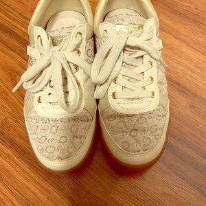 Guess sneakers size 5